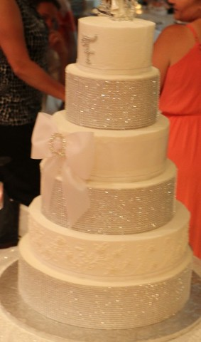 Wedding cake - Celebrate your wedding in style with cakes, decorations, and small party catering from our company in Perrysburg, Ohio.